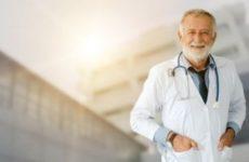 Работать после наступления пенсионного возраста намерены 82% российских врачей