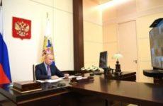 Президент поручил вакцинировать россиян от гриппа и COVID-19 с сохранением резерва коек