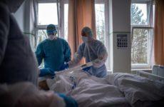 Два человека за сутки скончались от коронавируса в Новосибирской области