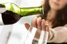 Врач Минздрава рассказал о запрете на спиртное в день вакцинации от COVID-19