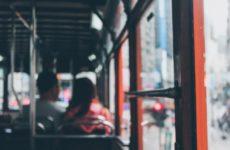 Общественный транспорт активно заражает людей COVID-19