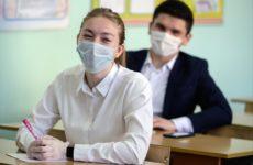 Студентов и преподавателей вузов обязали носить медицинские маски