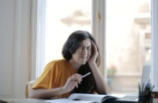 Приводят ли мигрень и менопауза к проблемам с сердцем