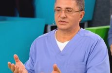 Мясников рассказал о способах лечения двух разных типов коронавируса