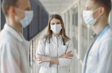 Российским врачам запретили говорить о коронавирусе