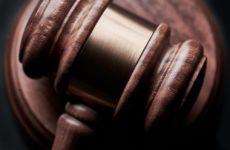 Против участника испытаний вакцины от ковида подали в суд