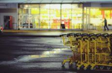 Коронавирус распространяют продавцы супермаркетов