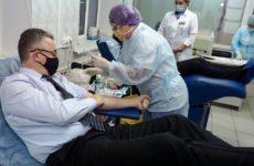 Руководитель Ставропольского края снова стал донором крови