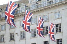 Из-за нового штамма COVID-19 Британию закрывают от мира