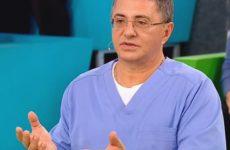 Врач Мясников высказался об опасности новых мутаций коронавируса