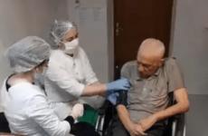 В Дагестане провели вакцинацию от COVID-19 в доме престарелых