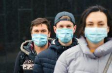 Роспотребнадзор не рекомендовал относить использованные маски в медучреждения