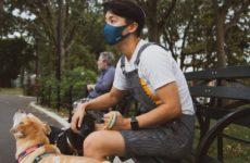 Маски нужно носить в парках и других людных местах