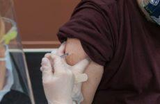 Врачи: вода предотвращает побочные эффекты вакцины против COVID-19