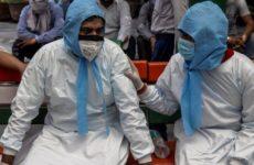 50 врачей с коронавирусом умерло в Индии за сутки