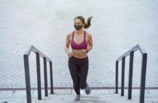 Ношение маски во время тренировки не вредит здоровью